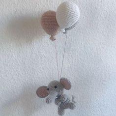 Hæklet uro med balloner og elefant - Se dette Instagram-billede af   mormorshaekleliv • fb2b06442277