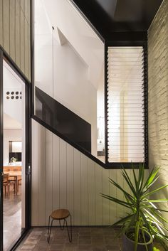 Unfurled House by Christopher Polly Architect - Design Milk Australian Interior Design, Interior Design Awards, Architects Sydney, Louvre Windows, Wet Rooms, Architect Design, Interiores Design, Interior Architecture, Living Spaces