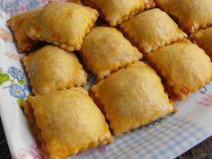 Almofadinhas de bacalhau | Flickr – Compartilhamento de fotos! Great Recipes, Favorite Recipes, Confort Food, Breakfast Specials, Good Food, Yummy Food, Brunch, Portuguese Recipes, Portuguese Food