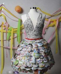 ¿Y si haces un vestido con tu periódico favorito? | Clases de Periodismo - via http://bit.ly/epinner                                                                                           Más