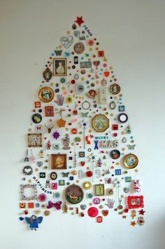 5 DIY Wall-Mount Christmas Trees of Small Objects | Shelterness  no tree #christmas #tree