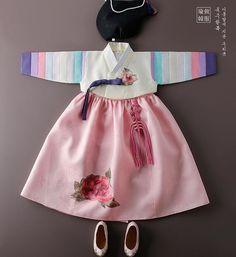 Korean Hanbok Korean Traditional Dress, Traditional Outfits, Traditional Fashion, Korean Hanbok, Korean Dress, Little Girl Fashion, Baby Wearing, Cute Fashion, Kids Fashion