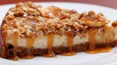 Deze appelkruimel-cheesecake met karamel is de taart die álles in zich heeft en je weinig moeite kost