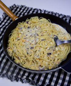 Halloumi Carbonara - ZEINAS KITCHEN Pasta Carbonara Recept, Lacto Ovo Vegetarian Recipe, Vegetarian Diets, Food Inspiration, Halloumi Pasta, Veggie Recipes, Cooking Recipes, Yummy Food, Good Food