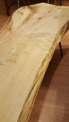 Closeup of the grain pattern of the maple coffee table