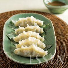 Gyuasang 규아상 (Korean Sea Cucumber Shaped Dumpling)