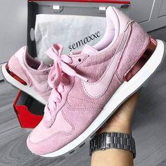 Nike Internationalist - rosa pink // Foto von: semaxxc |Instagram