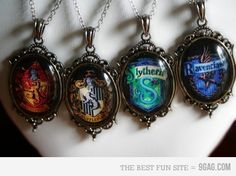 harry potter photo perfect hogwarts j. rowling Gryffindor hufflepuff slytherin ravenclaw loved vsshp Things the Harry Potter Harry Potter Locket, Collier Harry Potter, Harry Potter Schmuck, Bijoux Harry Potter, Objet Harry Potter, Estilo Harry Potter, Mundo Harry Potter, Harry Potter Outfits, Harry Potter Diy