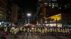 2.ago.2013 - Policiais militares acompanham manifestação na avenida Paulista. O protesto é contra o governador de São Paulo Geraldo Alckmin (PSDB) e em solidariedade aos manifestantes do Rio de Janeiro que buscam o impeachment do governador Sergio Cabral (PMDB)