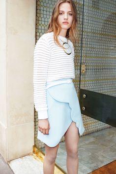 Carven Resort 2016 Fashion Show Collection Crepe Skirts, Mini Skirts, Runway Fashion, Fashion Show, Fashion Design, Women's Fashion, Fashion Weeks, Moda Crochet, Carven