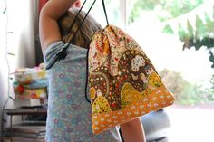 Tutorial for a fully lined drawstring bag by Works in Progress. LOVE this method of doing bags!! SO NEAT