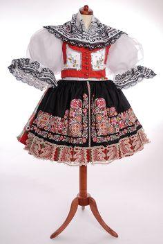 Czech but closer to Moravia kyjovský kroj Spanish Costume, Mexican Costume, Folk Costume, Costume Dress, Bohemia People, Folk Clothing, Bohemian Blouses, Tribal Dress, Wedding Costumes