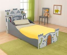 Ce lit château fort pour enfant va devenir la forteresse de votre petit chevalier. Tours, murailles, blasons... Tout y est pour vivre de grandesaventures!En plus, ses côtés sont surélevés pour garantir la sécurité de votre enfant. Dimensions:155 x 80 x 80 cm Livraison en 2 à 4 jours