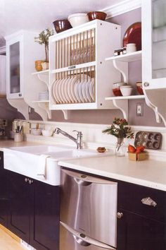 Would love this open plate rack cupboard over the sink - Inspiration for decoration: white furniture Small Kitchen Decor, Kitchen Design, Kitchen Cabinet Design, Kitchen Inspirations, Kitchen Decor, Kitchen Cabinet Layout, Country Kitchen Designs, Kitchen Wall Shelves, Kitchen Cabinets