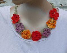 flores de colores, collar crochet, collar de ganchillo hecho a mano