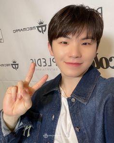 #seventeen #woozi #jihoon #우지 #지훈 #세븐틴 #sebong #セブチ #ウジ #李知勳 Wonwoo, Jeonghan, Seungkwan, Seventeen Album, Seventeen Woozi, Vernon, Smile Icon, Hip Hop, Solo Photo