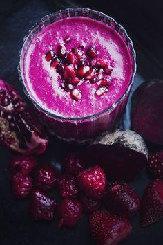 Smoothie // Hallon, jordgubbar, granatäpple   Foto: Hanna Göransson