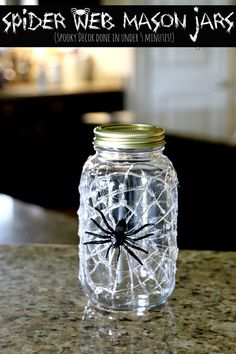 Many people like mason jars because they are easy to find and cheap. Halloween is coming. You can make many wonderful Halloween crafts from mason jars. Diy Halloween Party, Halloween Spider Decorations, Halloween Mason Jars, Fall Mason Jars, Mason Jar Candles, Mason Jar Crafts, Mason Jar Diy, Halloween Crafts, Halloween Mural