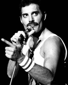 On Stage. Queen Freddie Mercury, Freddie Mercury Quotes, Queen Photos, Queen Pictures, Queen Songs, Freddie Mercury Zitate, Rock And Roll, Charlie Brown, Freedie Mercury
