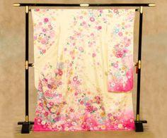 振り袖:クリーム/花畑に蝶    Furisode : cream /Butterflies in flower garden