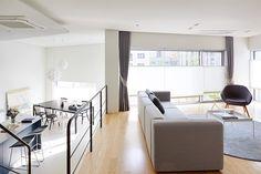 삼대가 함께 사는 평택 3층집 : 네이버 매거진캐스트 Divider, Space, Building, Interior, Room, Furniture, Home Decor, Floor Space, Bedroom