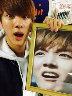 I love it when I see pictures do idols with pictures of their band members being derpy