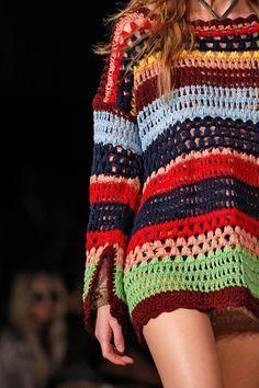 Details // Tommy Hilfiger, New York, Sommer 2016 RTW // Foto 23 // Paraden // . Crochet Coat, Crochet Jacket, Crochet Cardigan, Crochet Clothes, Crochet Designs, Crochet Patterns, Hippie Crochet, Mode Crochet, Knit Baby Dress