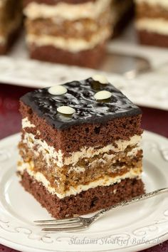 Two tops postponed delicious cocoa sponge cake and cream between moist walnut cake. Polish Desserts, Polish Recipes, Layer Cake Recipes, Dessert Recipes, Russian Honey Cake, Sour Cream Frosting, Chocolate Slice, Baking With Honey, Walnut Cake