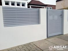 Front boundary wall screen automated electronic gate installation grey wooden fence bike store modern garden design Balham Clapham London Contact anewgarden for more information Gate Designs Modern, Modern Fence Design, Modern Driveway, Compound Wall Design, Boundary Walls, Front Yard Fence, Modern Farmhouse Exterior, Wooden Fence, Backyard Projects