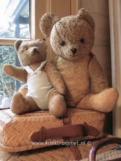 twee antieke teddy beertjes