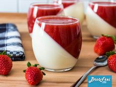 Recipe for a strawberry panna cotta to make yourself ›Bread .- Recipe for a strawberry panna cotta Strawberry Deserts Recipes, Mini Desserts, Cooking Chef Gourmet, Kenwood Cooking, Dessert Party, Strawberry Panna Cotta, Best Pancake Recipe, Italy Food, Health Desserts