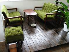 ソファだけはこれがいいってのがあります 定番ですがカリモク60のKチェア モケットグリーンという色が好きです。 ソファにねころが... Room Of One's Own, My Room, Living Room Chairs, Living Room Interior, Diy Interior, Interior Design, Green Rooms, Outdoor Furniture Sets, Outdoor Decor
