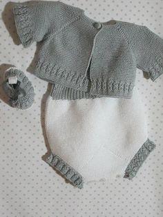 Conjunto de tres piezas, chaqueta, cubre y patucos, realizado en perlé para recién nacido