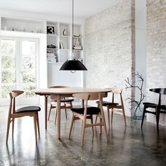I'm loving the idea of a round table.