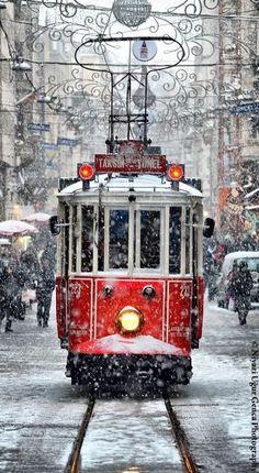 Snowy Istanbul Tram // Tramwaj w śnieżnym Istambule - Niyazi Uğur Genca
