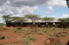 Alice Kilimangiaro E' una scuola primaria statale nella remota area di Rombo, alle falde del Kilimanjaro, frequentata da circa 600 studenti cui garantiamo cibo e istruzione