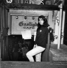 Photos of the beatnik movement in Greenwich Village, home to Jack Kerouac, Allen Ginsberg, and the thriving Beat Generation. Estilo Beatnik, Beatnik Style, Beatnik Fashion, 60s Style, 1960s Fashion, Jean Seberg, Allen Ginsberg, Patti Smith, Greenwich Village