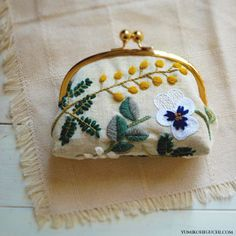 The Beauty of Japanese Embroidery - Embroidery Patterns Japanese Embroidery, Crewel Embroidery, Hand Embroidery Patterns, Cross Stitch Embroidery, Embroidery Designs, Embroidery Thread, Broderie Simple, Diy Broderie, Diy Sac Pochette