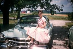 The America We Lost: 77 Amazing Color Photographs Of People Living In You've Probably Never Seen Photographs Of People, Vintage Photographs, Vintage Photos, Vintage Cars, Funny Vintage, Lingerie Vintage, Understanding Women, The Last Summer, Up Girl
