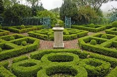 Parterre garden of clipped boxwood hedges. From www.ctvisit.com.