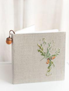 Zartes Lesezeichen mit einer Eichel und Filz, Geschenkidee für Sie / gift idea for her: bookmark made of felt and acorn made by VaidaPetreikis via DaWanda.com