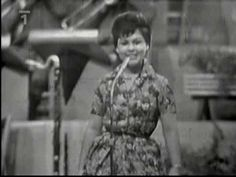 Edita Štaubertová - Babičko, nauč mě charleston (1962) - YouTube Karel Gott, Retro, Czech Republic, Try Again, Charleston, Entertainment, Country, Videos, Youtube