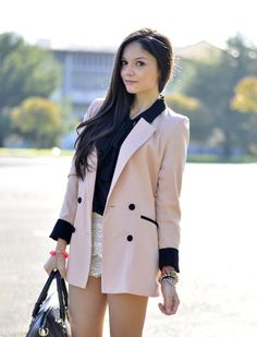 Get the similar blazer at www.jamsbell.com