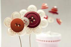 Idee fai da te :: Addobbi primaverili, i fiori di bottoni
