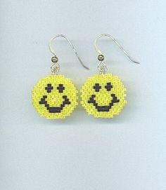 Items similar to Smiley Face earrings in Brick Stitch with Delica Beads on Etsy Seed Bead Jewelry, Bead Jewellery, Seed Bead Earrings, Beaded Jewelry, Beaded Bracelets, Beaded Earrings Patterns, Seed Bead Patterns, Jewelry Patterns, Bead Earrings