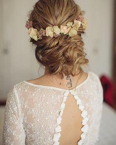 Not sure which I love more! The brides gorgeous autumn inspired do it the stunning @otaduy wedding dress... You decide