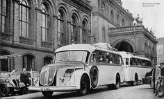 Schnellbus der Deutschen Reichsbahn vor dem Anhalter Bahnhof in Berlin 1939 (Gaubschat Faltenbalgzug Berlin-Muenchen)