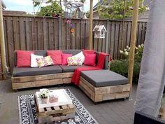 Faire un salon de jardin en palette jardins tables et for Banquette palette recup
