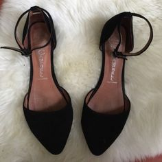 Jeffrey Campbell Flats Reposhed. True 7.5. Very gently worn small damage in the back of shoes. Beautiful flats. Love these. Jeffrey Campbell Shoes Flats & Loafers