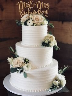 wedding cakes rustic \ wedding cakes & wedding cakes elegant & wedding cakes simple & wedding cakes rustic & wedding cakes with cupcakes & wedding cakes unique & wedding cakes vintage & wedding cakes with flowers Big Wedding Cakes, Floral Wedding Cakes, Wedding Cake Rustic, Elegant Wedding Cakes, Beautiful Wedding Cakes, Wedding Cake Designs, Beautiful Cakes, Wedding Ideas, Wedding Decorations